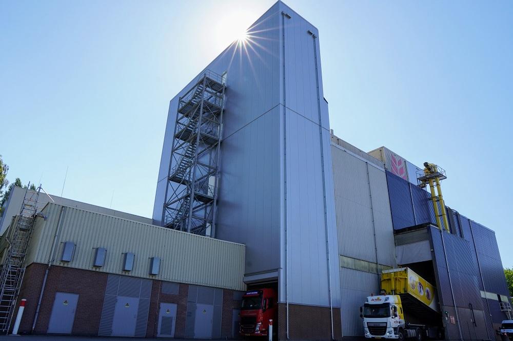 De Hoop- Aanzicht-fabriek-met-aanbouw-verhittingslijn.1000